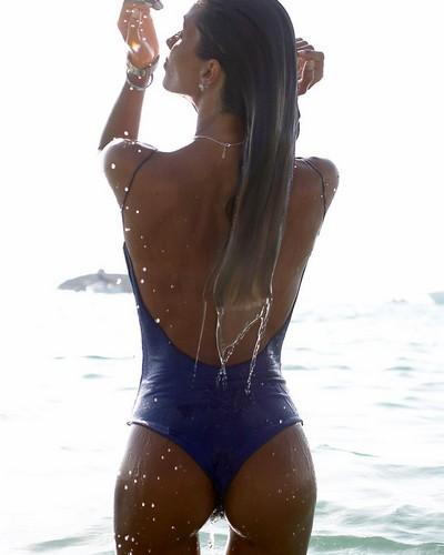 Fedreica Nargi in Bikini : Lato B da favola in un servzio fotografico a Formentera - Agosto 2017