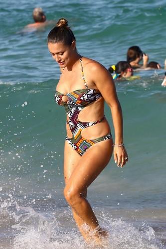 Lola Ponce in Bikini Paparazzata a Miami - 05 agosto 2017