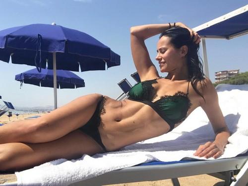 Michela Coppa : Splendida in bikini in Sicilia - Agosto 2017