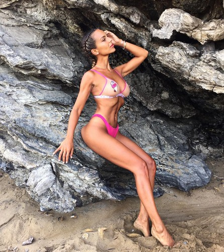 Sarah Nile : Strepitosa in bikini a Ibiza - 08 agosto 2017