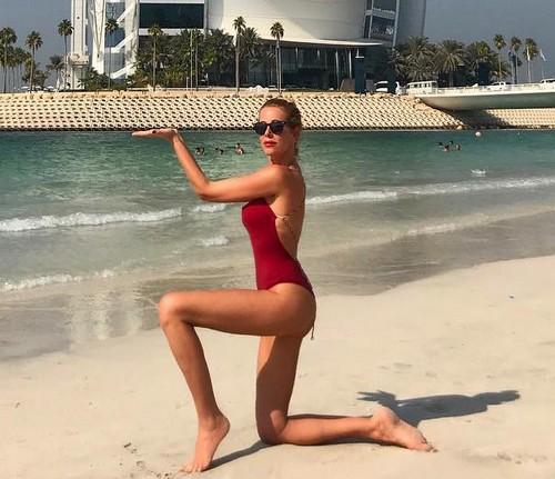 Alessia Marcuzzi in bikini a Dubai - 31 ottobre 2017