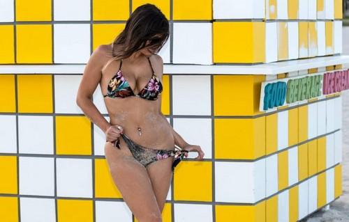 Claudia Romani in Bikini : Paparazzata a Miami 15 ottobre 2017