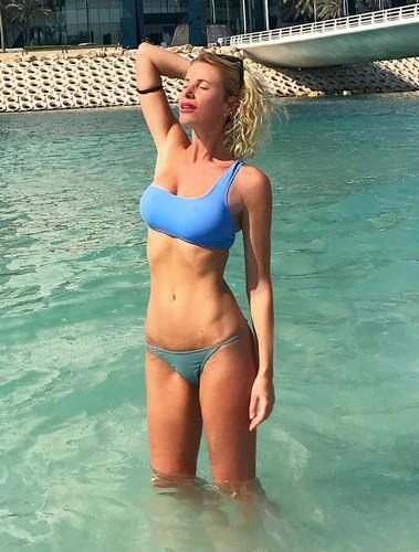 Alessia Marcuzzi in bikini a Dubai - 02 novembre 2017