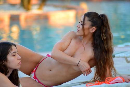 Anais Zanotti in topless : Paparazzata a Miami - 07 novembre 2017