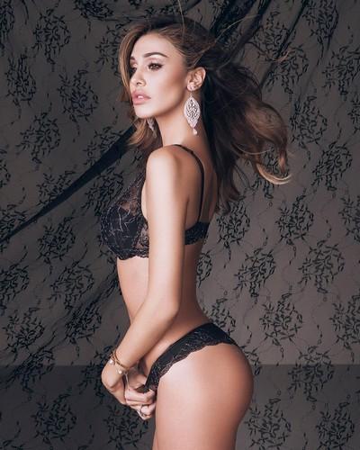 Belen Rodriguez in sexy lingerie per Jadea : Collezione Autunno Inverno 2017