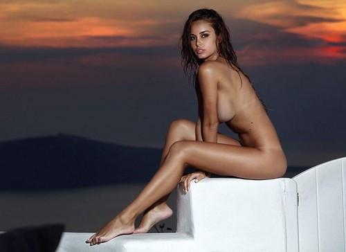 Susanna Canzian completamente nuda by Sylvio Testa : Nuovo scatto da Santorini
